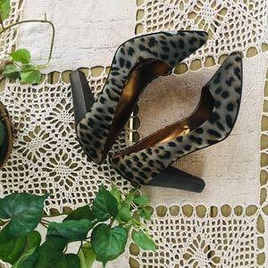 Cynthia Vincent leopard heels, size 9.5.